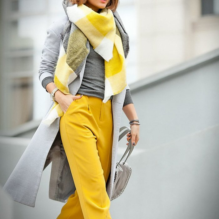 10 shades of clothing that visually rejuvenate the face