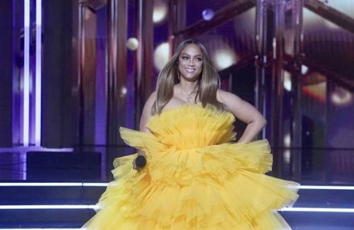 Was criticized: what Internet users have compared the Tyra Banks cloud dress
