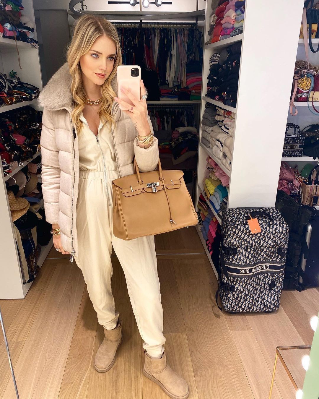 A color that suits everyone: where to find a quilted down jacket like Chiara Ferragni for winter 2020/2021